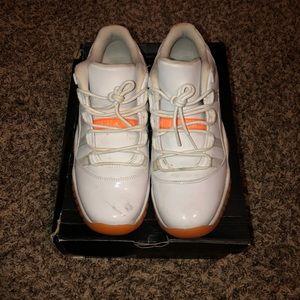 Air jordan peach 11's